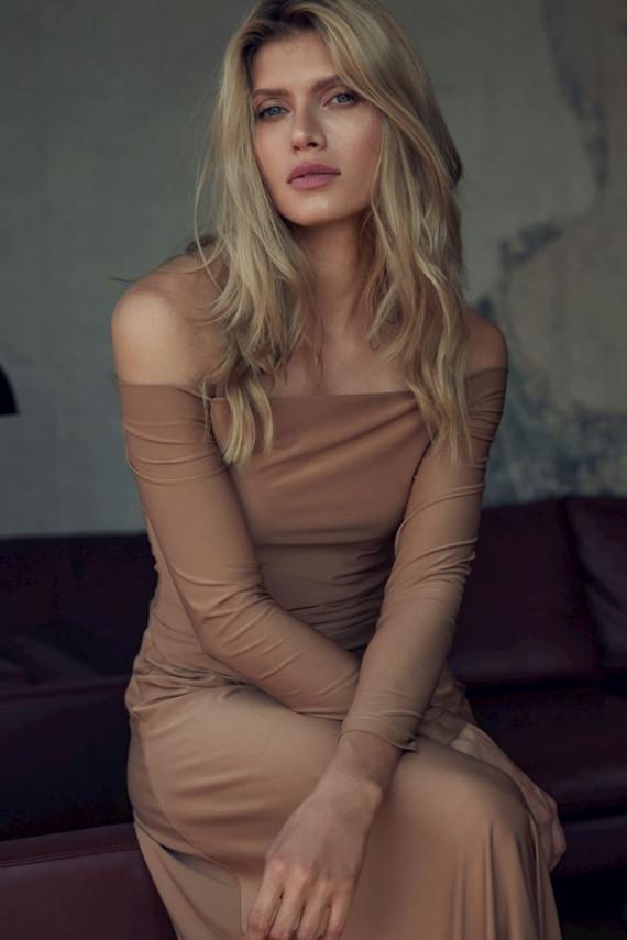 Ilga suknelė modelis 147921 Figl